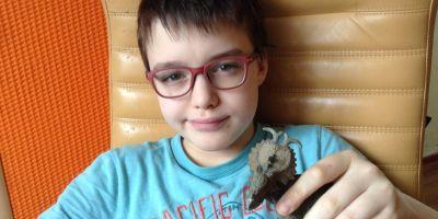 Мальчика, осмеянного школьниками за детские увлечения, поддержали незнакомцы