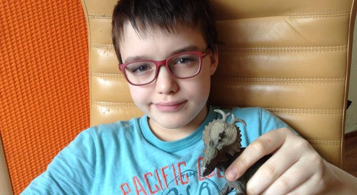 Мальчика осмеянного школьниками за детские увлечения поддержали незнакомцы