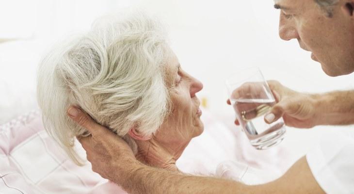 Человеку, который плохо себя чувствует, почти всегда предлагают стакан воды