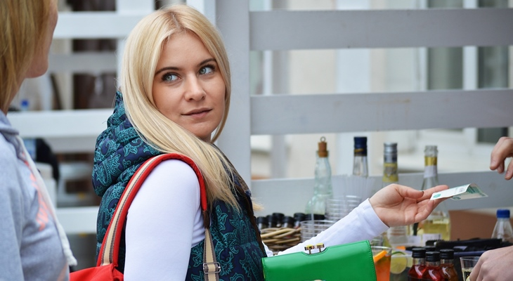 Около 60% граждан России сохраняют сбережения врублях