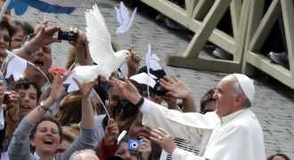 Ватиканские голуби мира под защитой ястребов