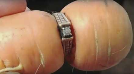 Кольцо вросло в морковь спустя 13 лет после его потери