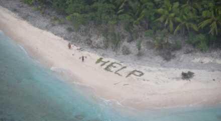 Робинзоны спаслись с необитаемого острова, выложив огромное слово HELP