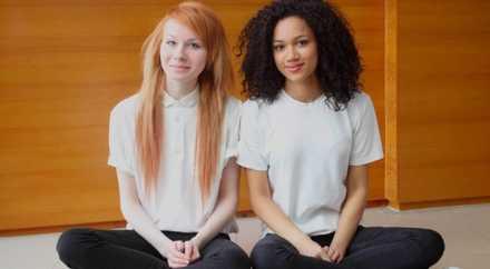 Британские СМИ нашли абсолютно непохожих друг на друга близняшек
