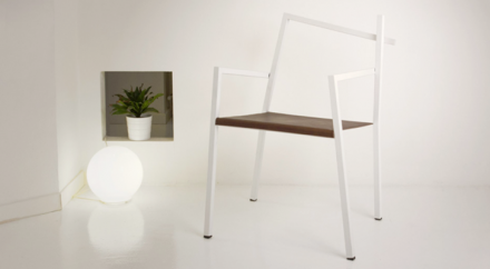 Итальянский дизайнер разработал кривой стул