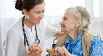 Участковых врачей освободят от заполнения лишних бумаг