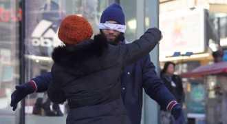 Мусульманин с завязанными глазами попросил обнять его