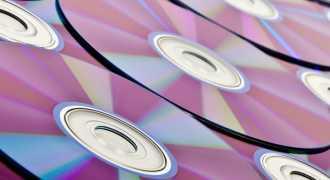 Физики нашли способ умещать на диск DVD в миллион раз больше информации