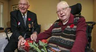 Солдат, спасший от голода узника концлагеря, встретил его спустя 70 лет