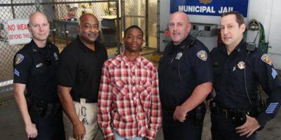 В США темнокожий парень спас жизнь полицейскому, арестовавшему его