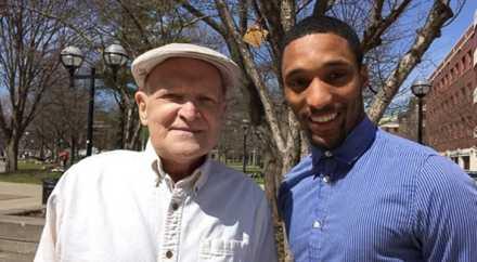 Молодой парень помог старику, умирающему от рака, выполнить заветное желание