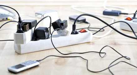 Специалисты, выяснили, надо ли вынимать зарядку из розетки