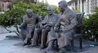 Открытие памятника Сталину, Рузвельту и Черчиллю в Крыму и значение Ялты 1945