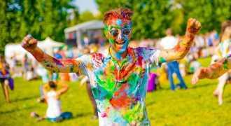 Индийский фестиваль красок Холи покоряет Россию
