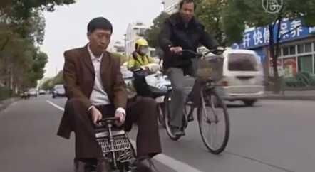 Житель Пекина собрал для себя маленький автомобиль