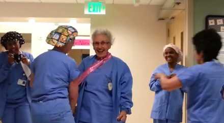 Медсестра из США отметила 90 лет на работе