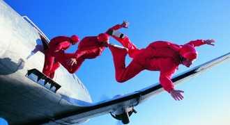 13 человек успели выпрыгнуть из падающего самолёта