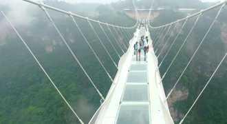 В Китае построен самый длинный на планете стеклянный мост