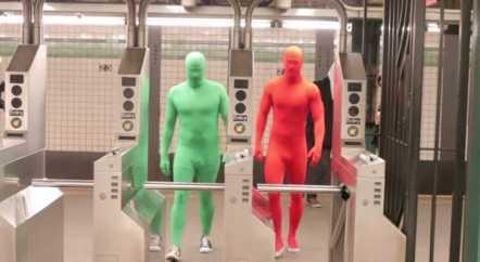 Герои плакатов о правилах поведения в метро ожили в видеоролике